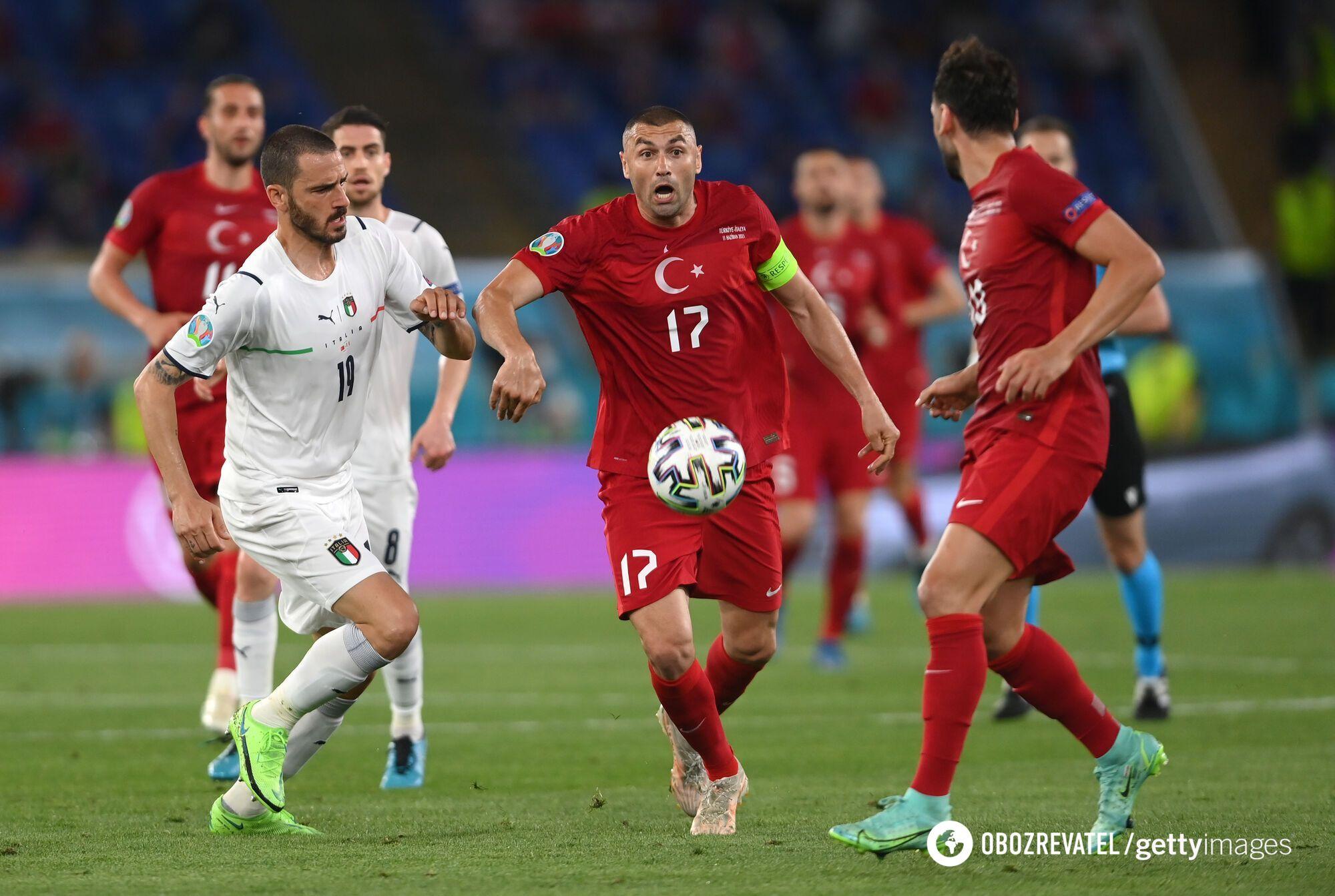 Турецкие футболисты всем составом защищались