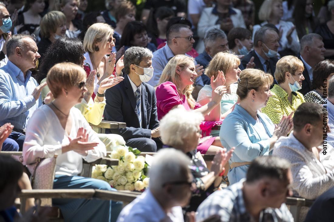 Кличко наградил медиков благодарностями киевского городского головы