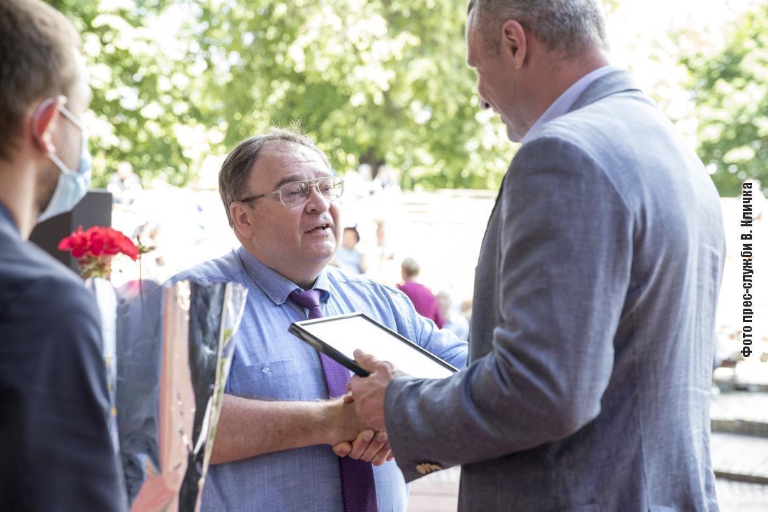 Виталий Кличко поздравил столичных медиков с наступающим Днем медицинского работника