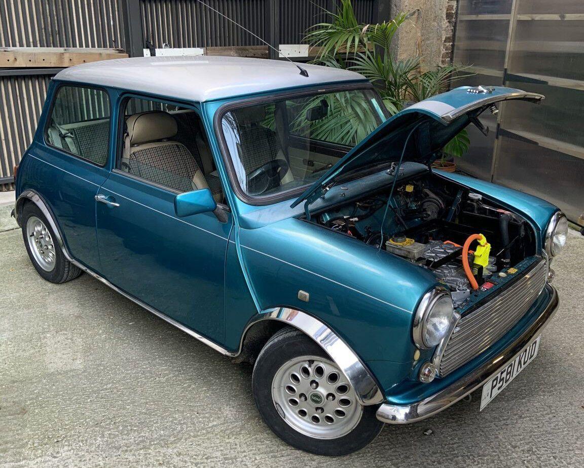 На место традиционного ДВС установили электромотор от Nissan Leaf, а бензобак сменила батарея на 20 кВтч