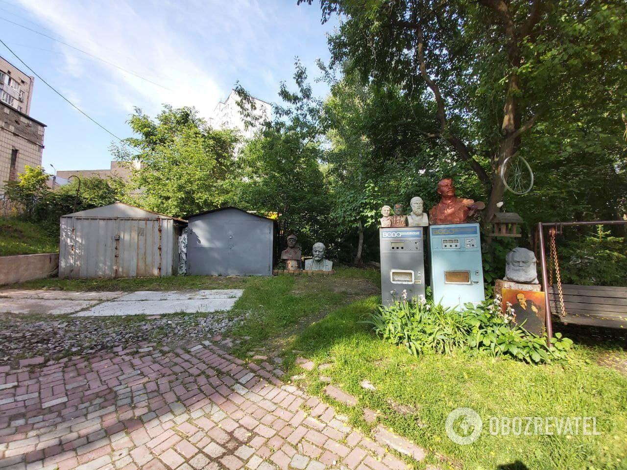 Двір у Києві перетворили на музей під відкритим небом