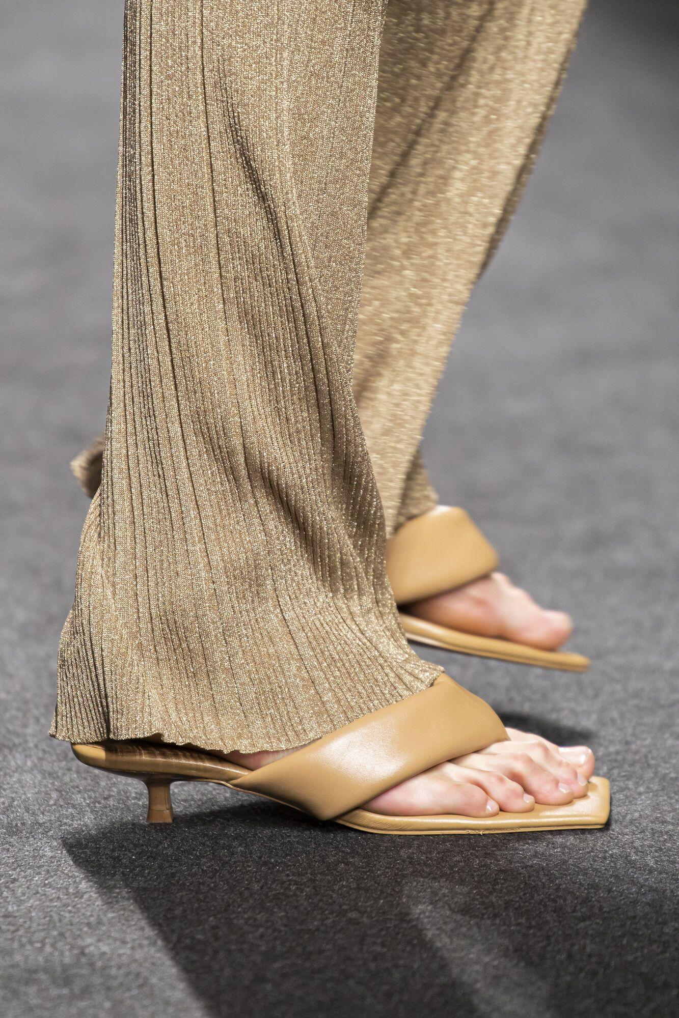 Модні слайдери на літо 2021