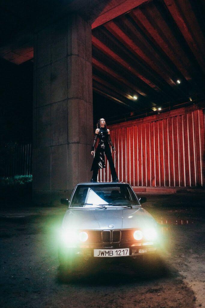 Кадр из нового клипа Дорофеевой