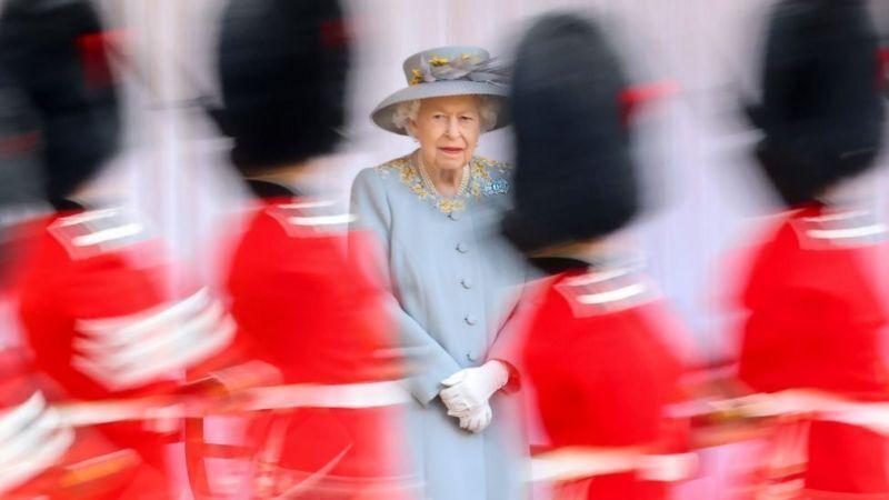 Это был первый парад без супруга королевы.