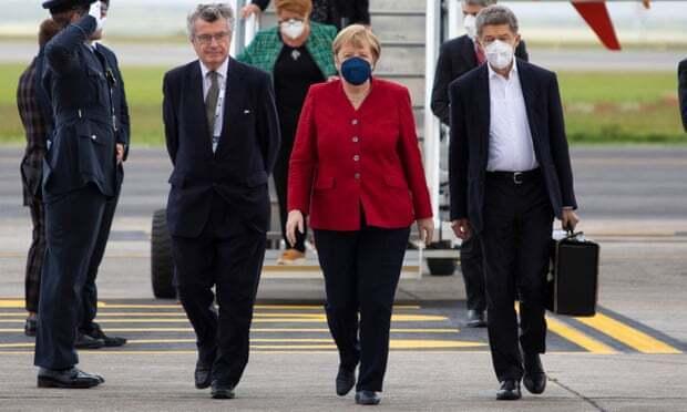 Меркель вибрала для зустрічі яскравий піджак
