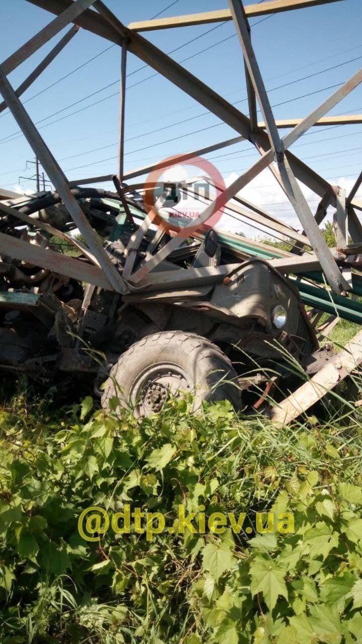 ГАЗ-66 влетів в опору.