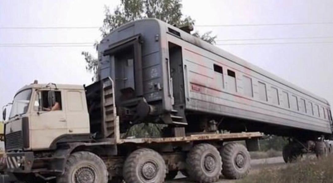 Механики смастерили грузовик.