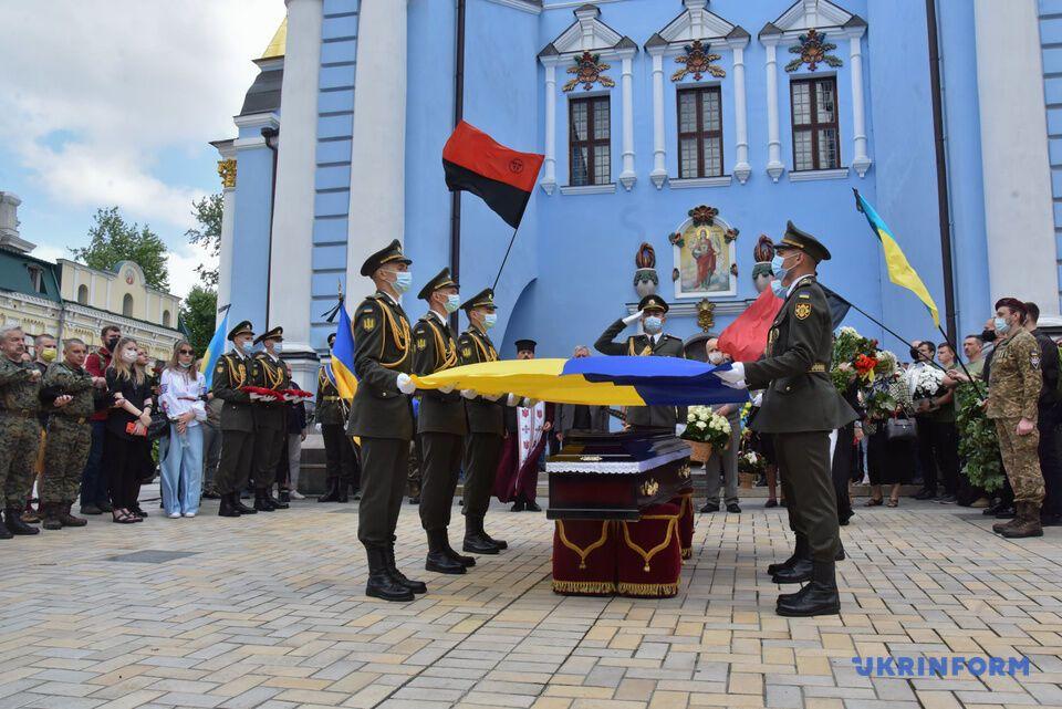 Васкулу похоронили рядом с могилой жены и сына в Ясногородке Киевской области