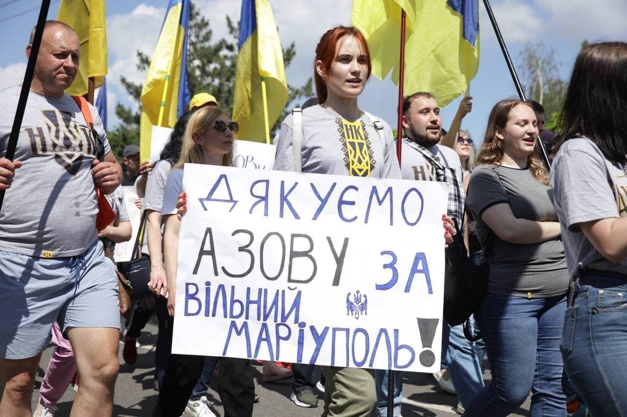 "Люди поблагодарили полк ""Азов"""