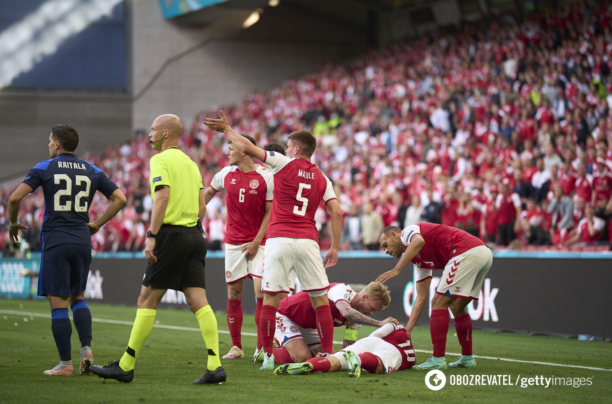 Кристиан Эриксен потерял сознание во время матча с Финляндией.