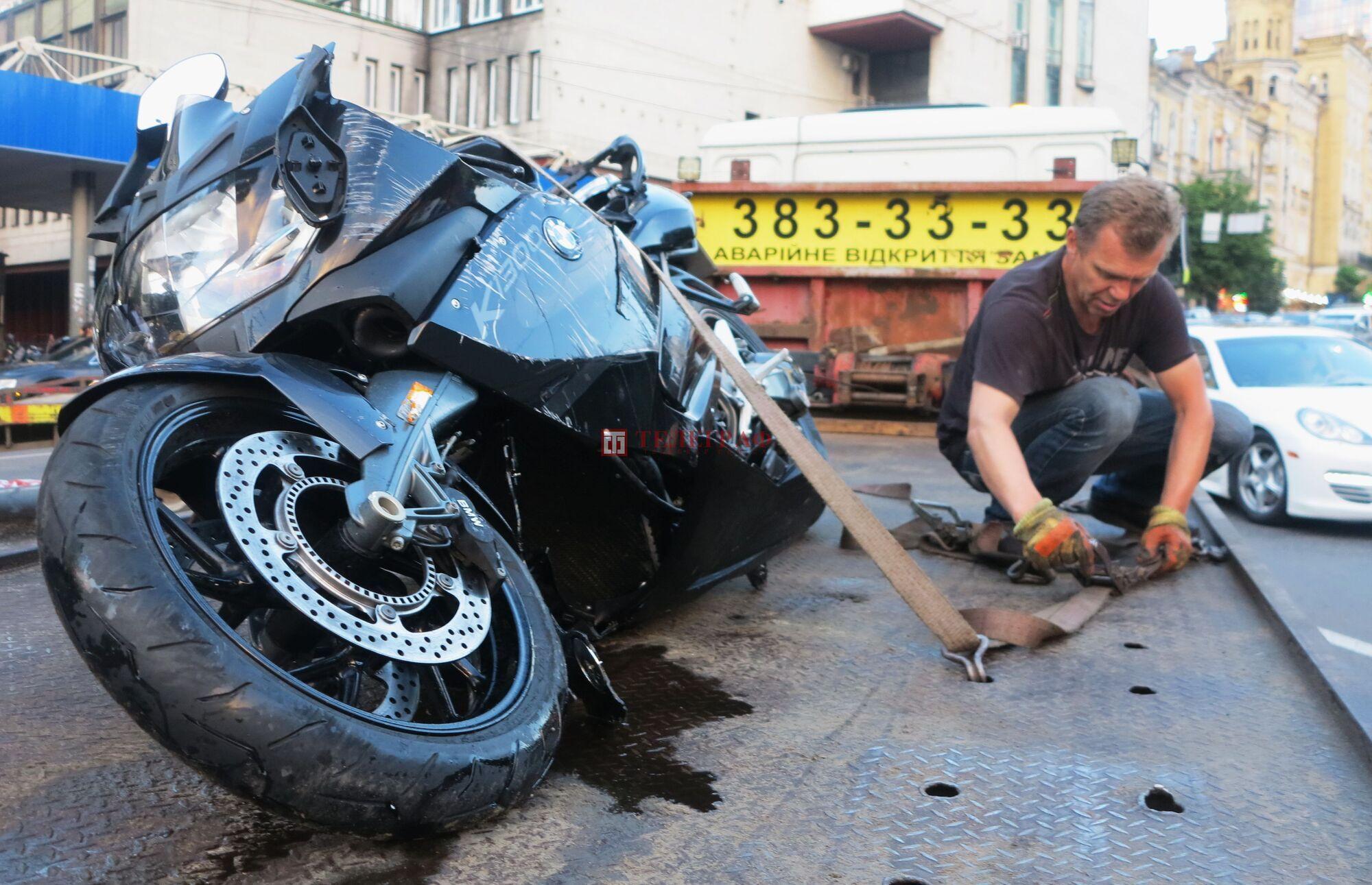 Тренер кермував мотоциклом.