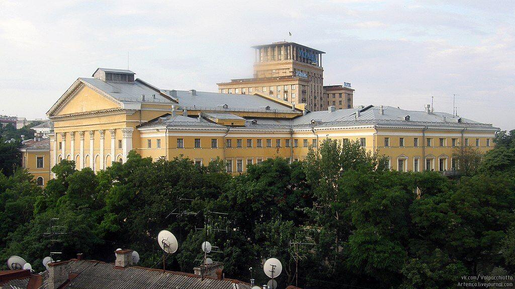 В бывшем здании института устраивали расстрелы в 1930-е годы.