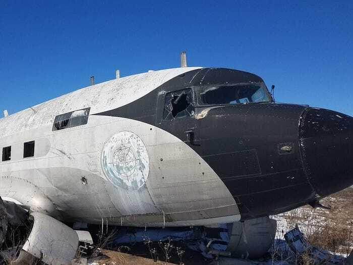 Самолет был поврежден после торнадо и не мог летать