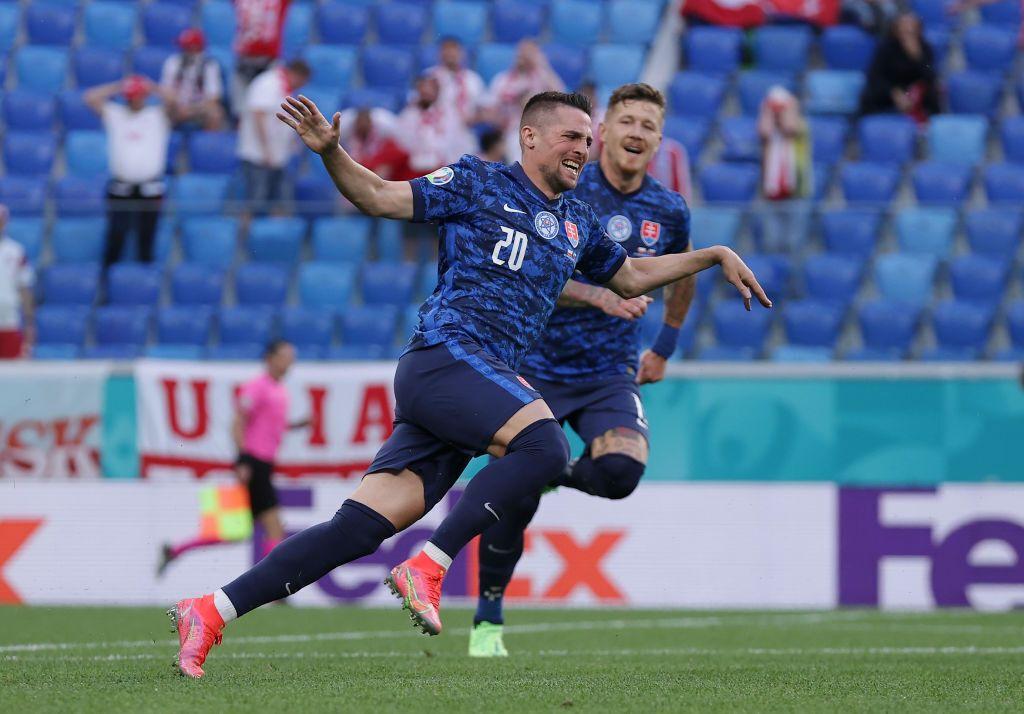 Словакия взяла 3 очка в стартовом матче Евро-2020