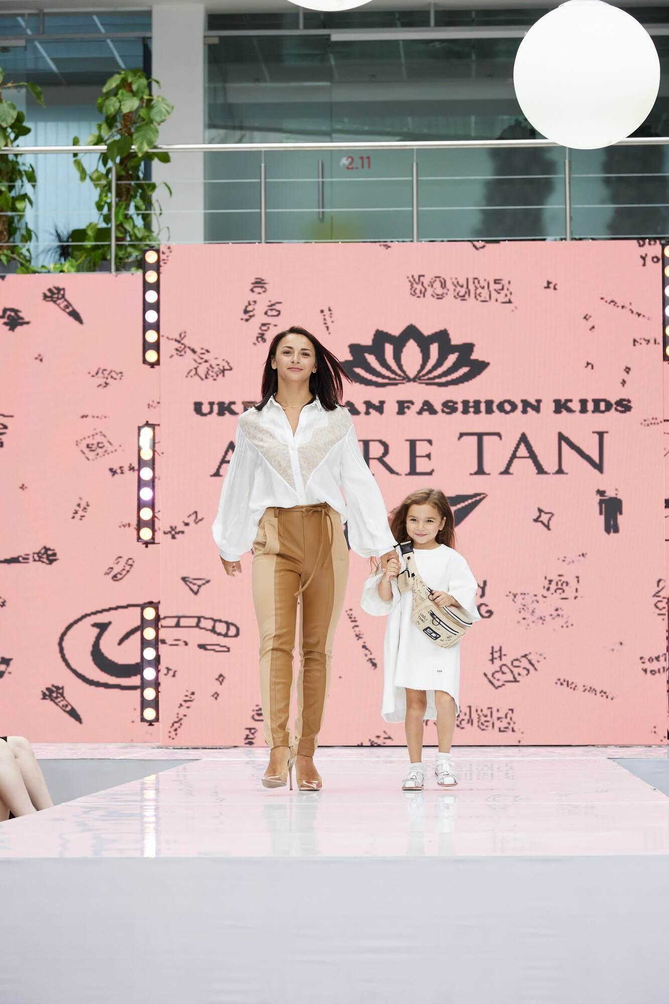 Илона Гвоздева с ребенком.