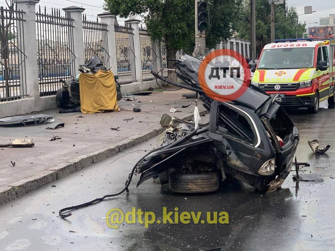 Водій і пасажир авто загинули