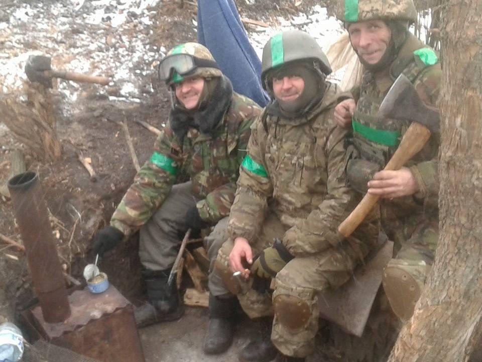 Іван Маслиган із побратимами на бойовій позиції. 2015 рік