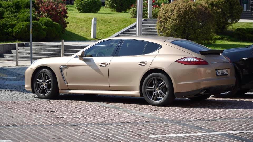 золотистый Porsche Аблова