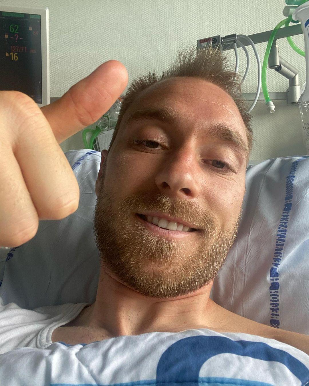 Кристиан Эриксен показывает большой палец