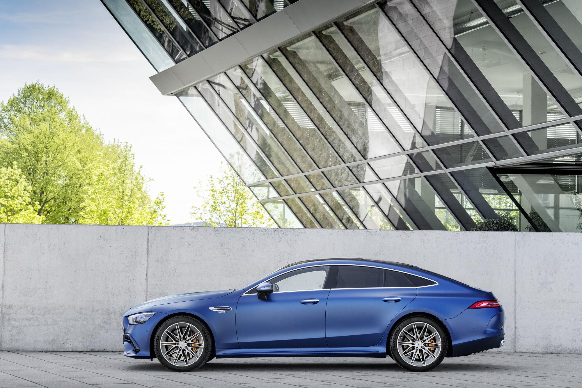 Оновлені моделі дебютують з 6-циліндровими двигунами