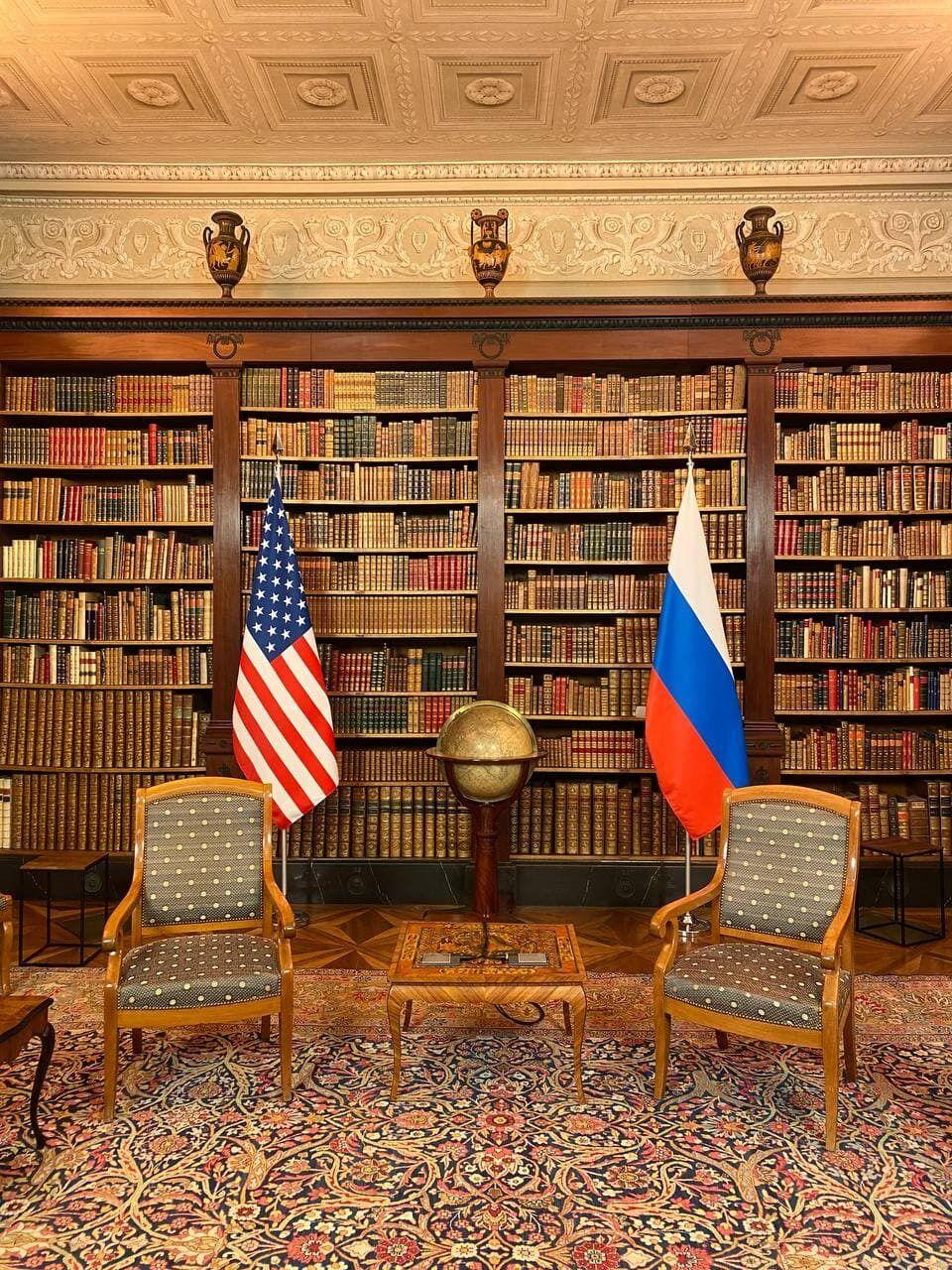 Місце для Байдена і Путіна.