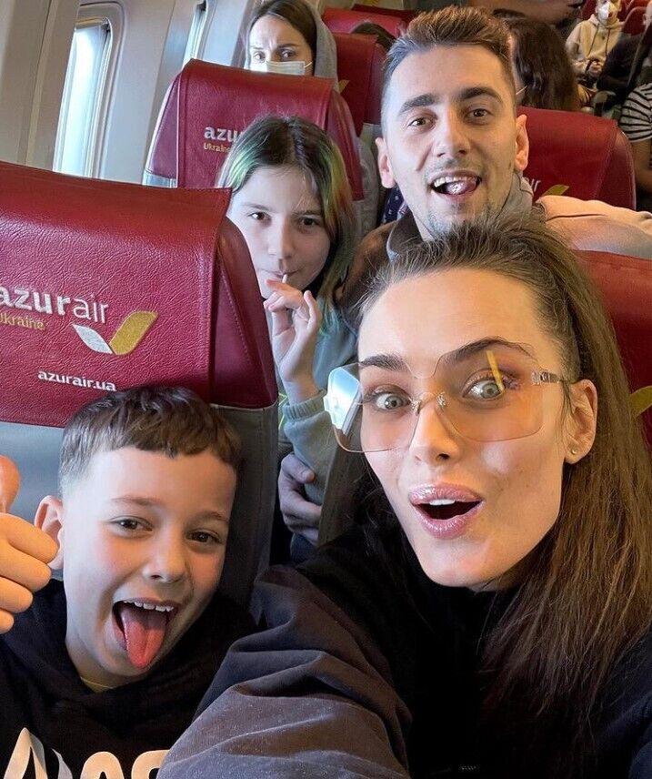 Мишина и Эллерт с детьми.