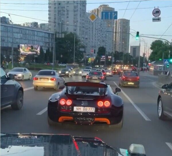 Таких автомобилей в мире всего 8 экземпляров.