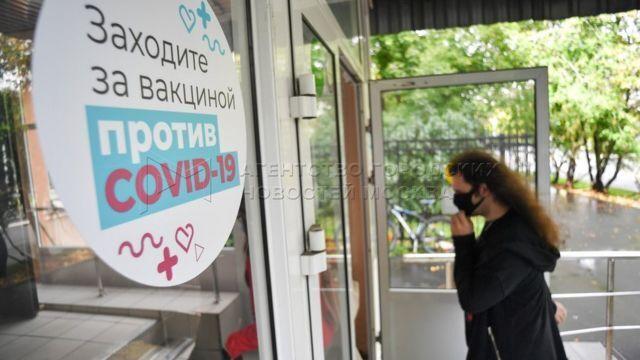 """У Росії """"Супутником"""" прищеплюють дуже повільно"""