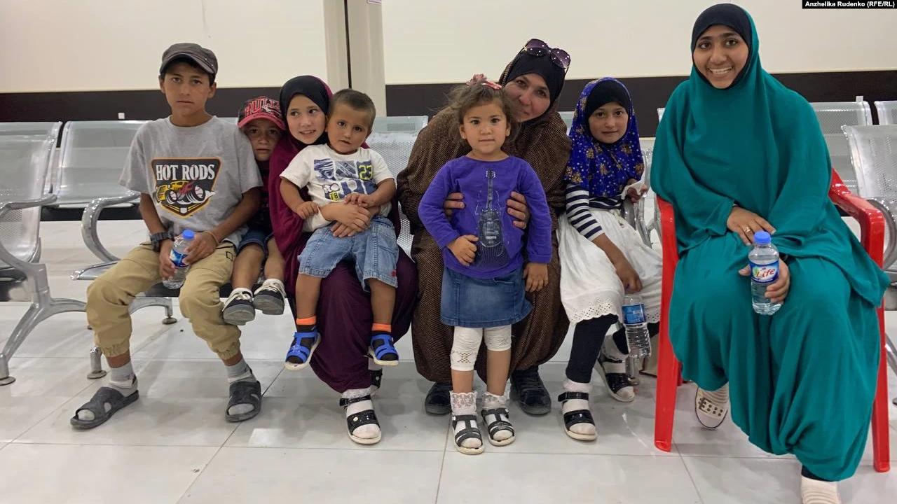 Украина вернула женщину и семь ее детей