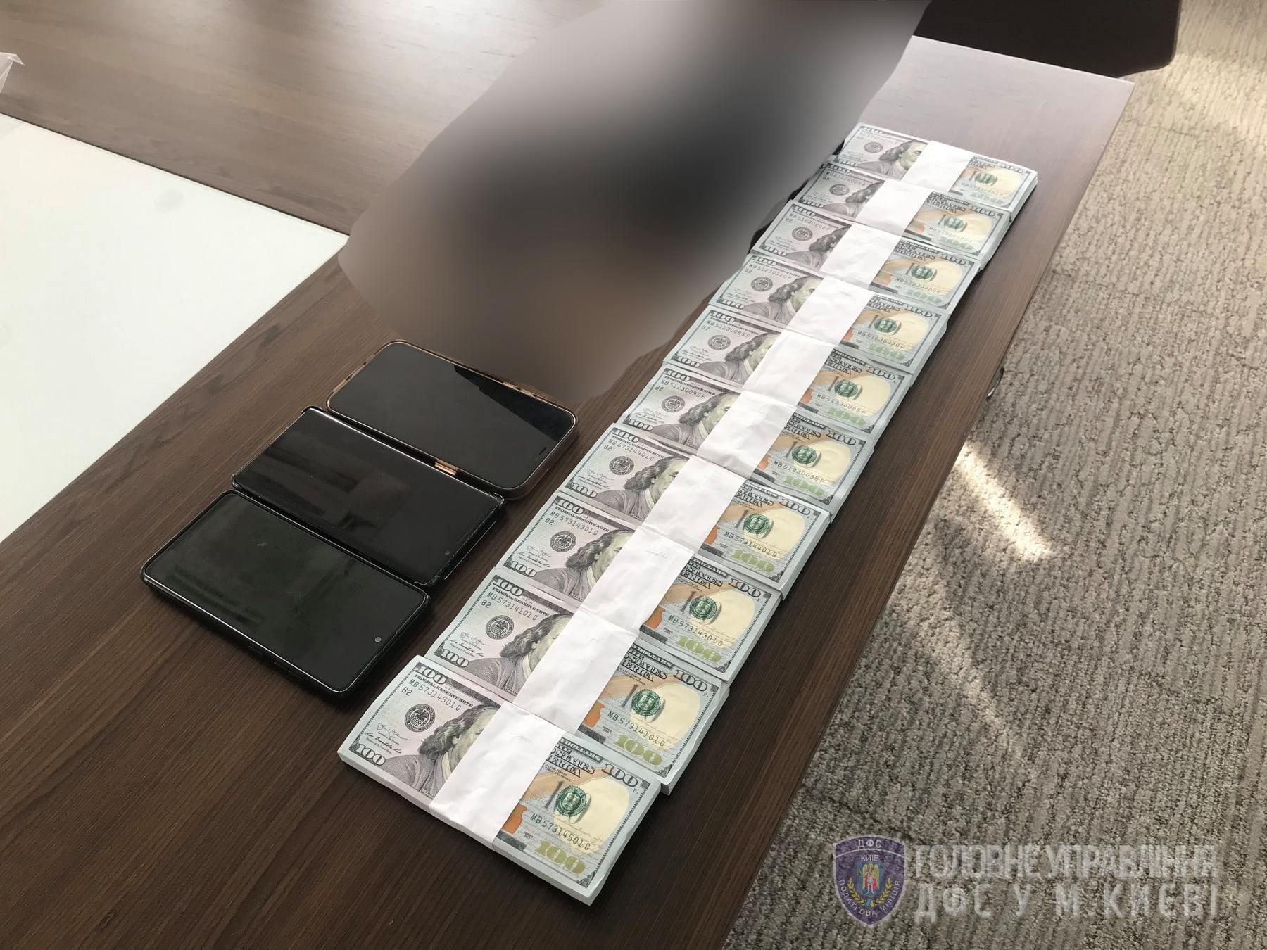 Було вилучено 130 тисяч доларів США готівкою