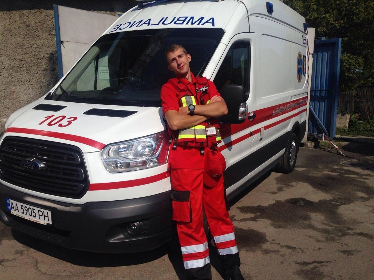 В студенческие годы Виктор работал на скорой