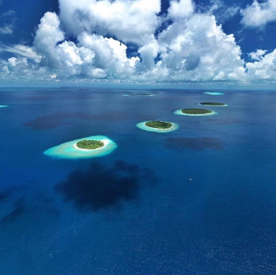 Острова витают в воздухе.