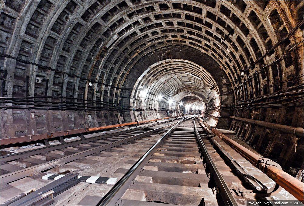 При строительстве ССВ-1, были сооружены три опытных камеры съезда из сборного железобетона.