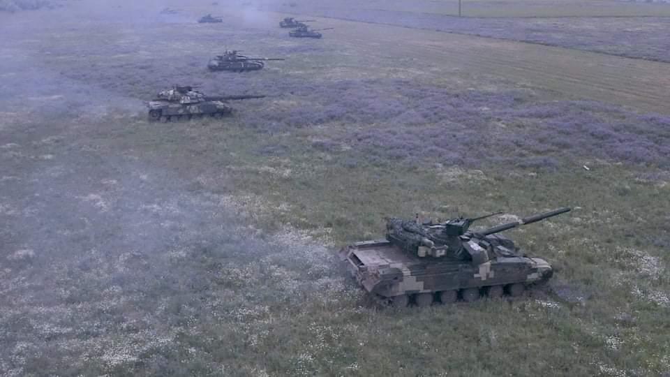 Танковое подразделение отточило навыки по скоростному вождению боевых машин