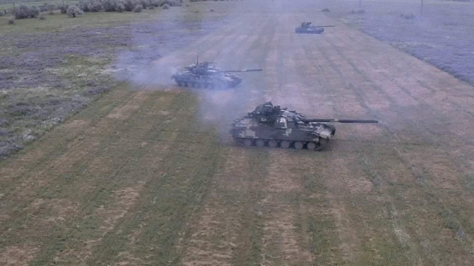Танковые экипажи совершили передвижения в колоннах и развертывания в боевые порядки