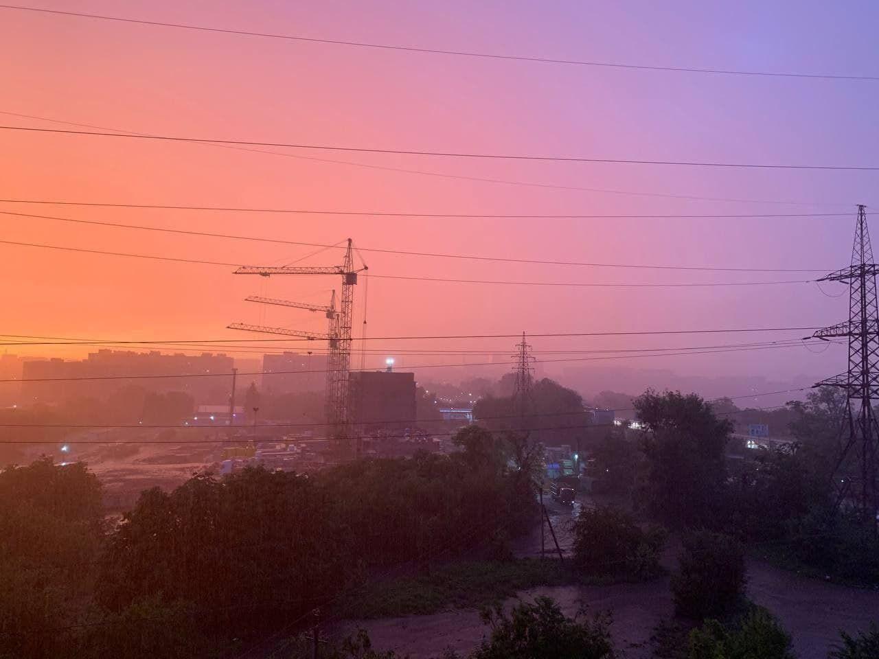 Незвичайний колір неба