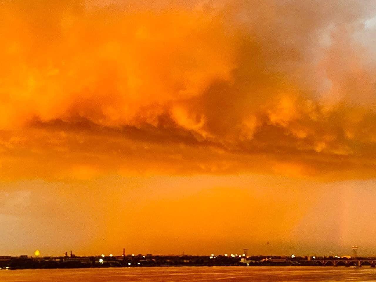 Вечірне небо в Дніпрі