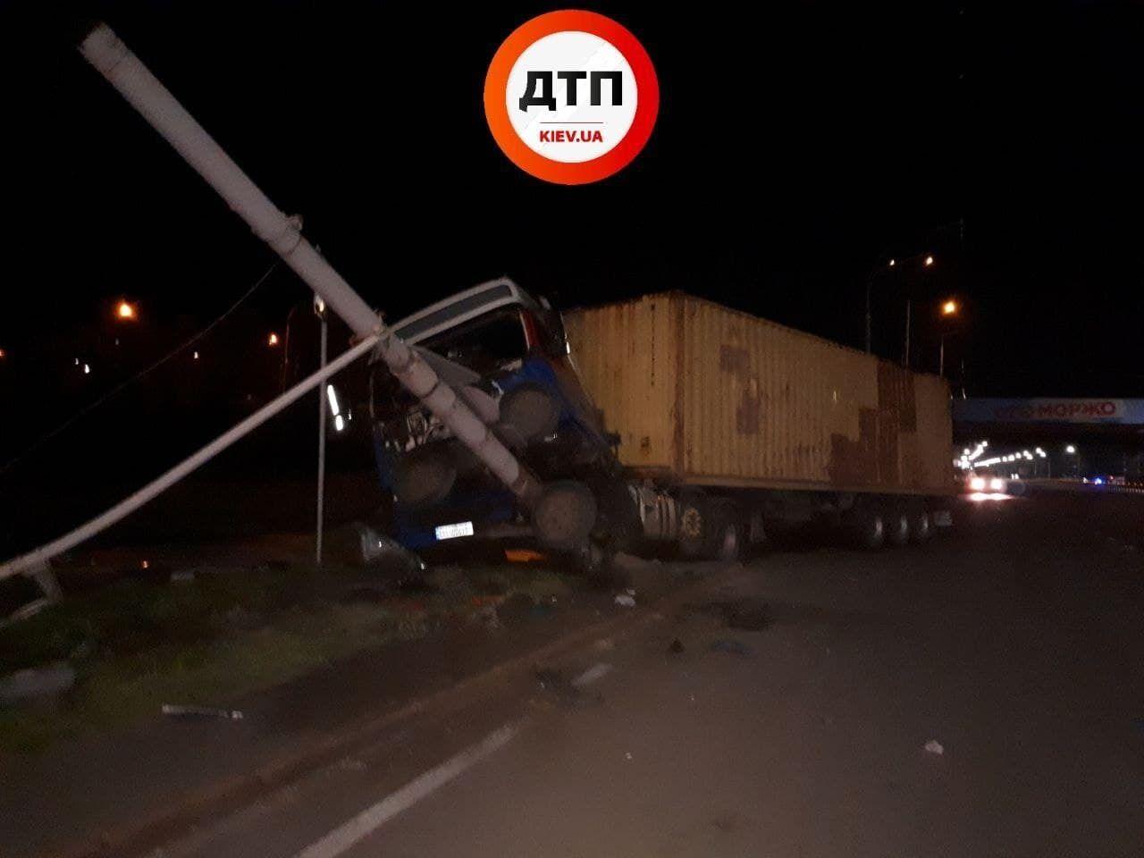 Якобы, водитель отвлекся во время движения авто.