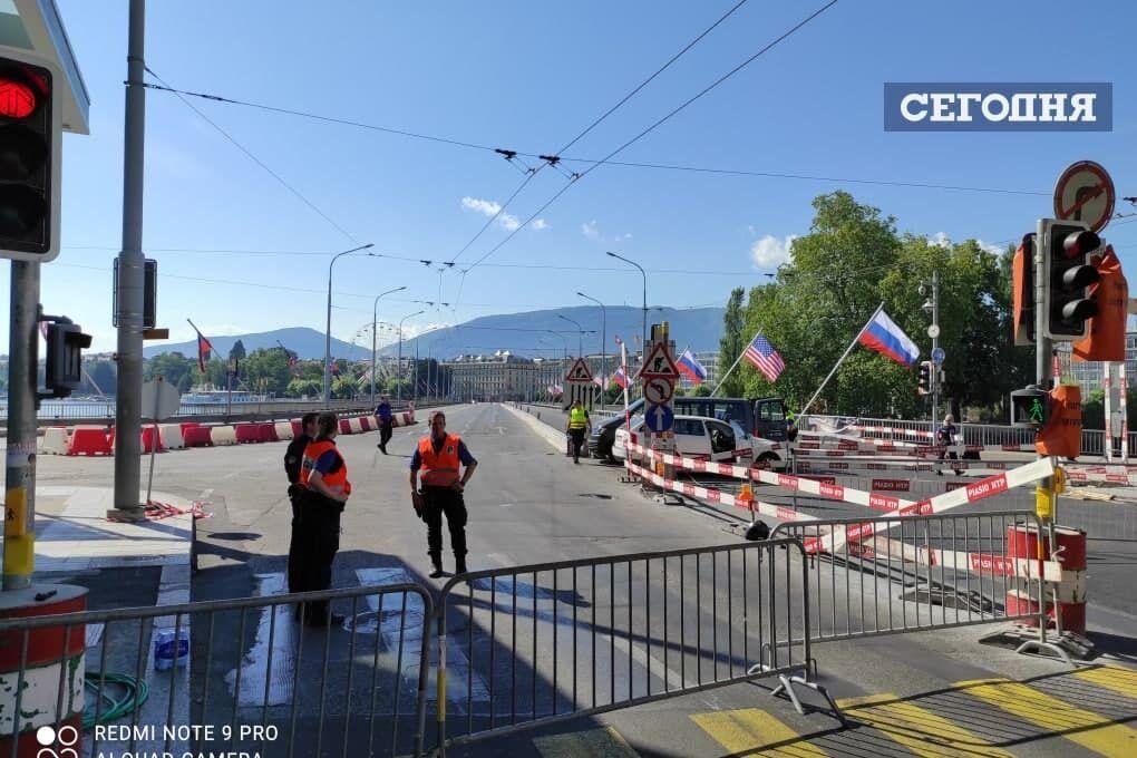 Полиция готовится к въезду кортежей глав США и России.