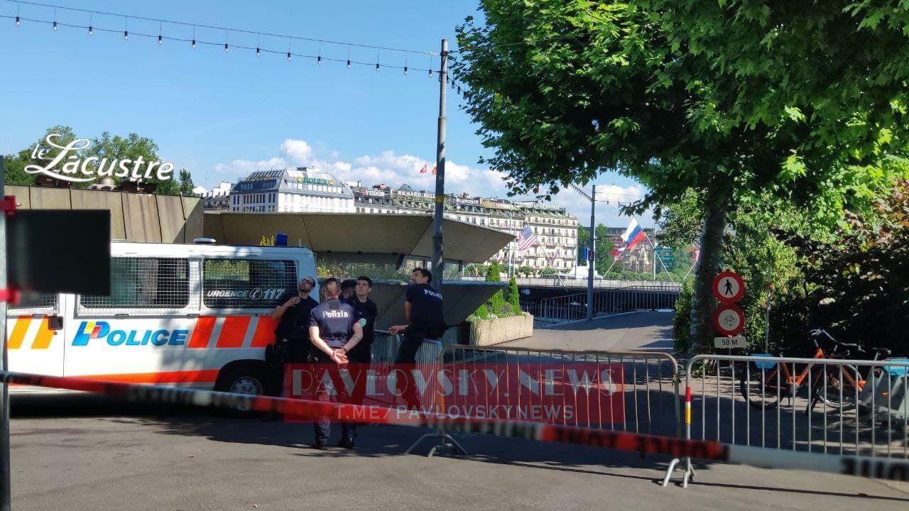 Автобусы прессы в Женеве.