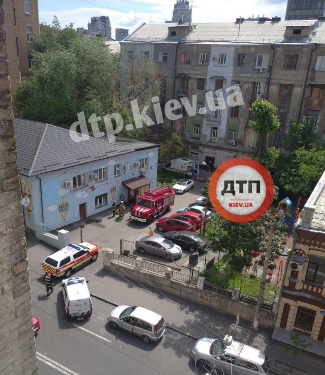У центрі Києва провалилася підлога в житловому будинку.