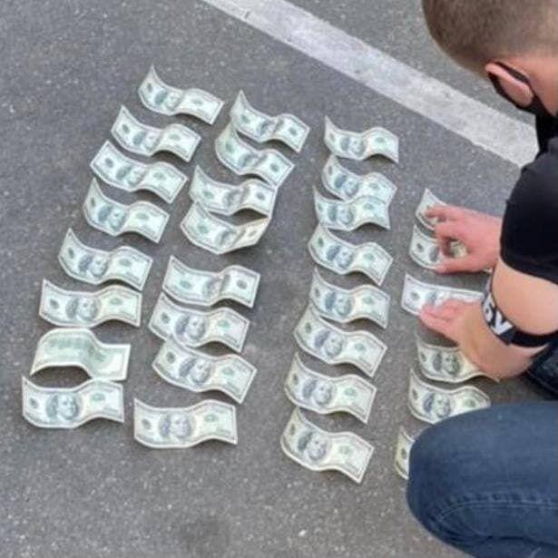 Полицейского задержали во время получения денег.