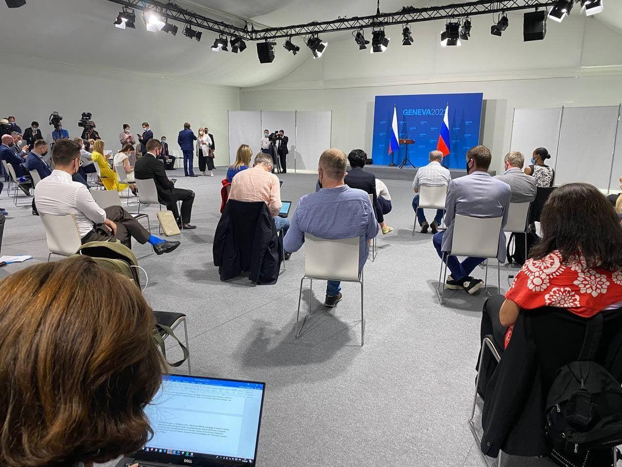 Ожидание пресс-конференции