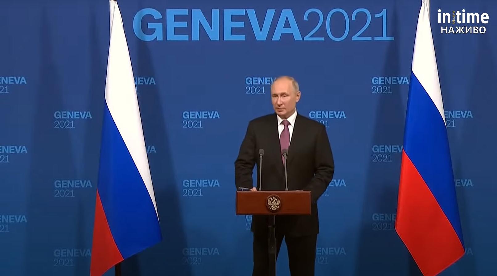 Путін під час пресконференції.