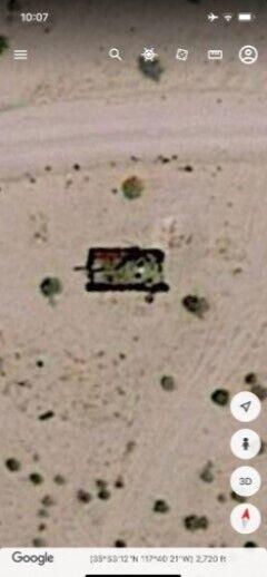 Приблизно за 14 кілометрів він знайшов літак, що лежить на землі