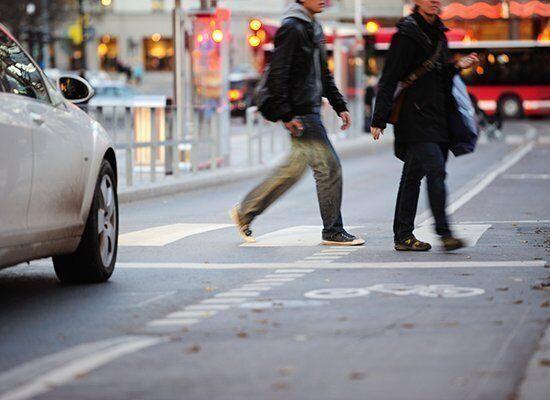 На пешеходном переходе на автомобиль неожиданно может выпрыгнуть аферист