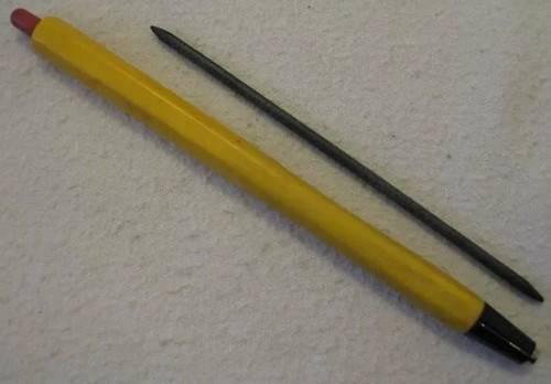 Механічний олівець був у кожного школяра.