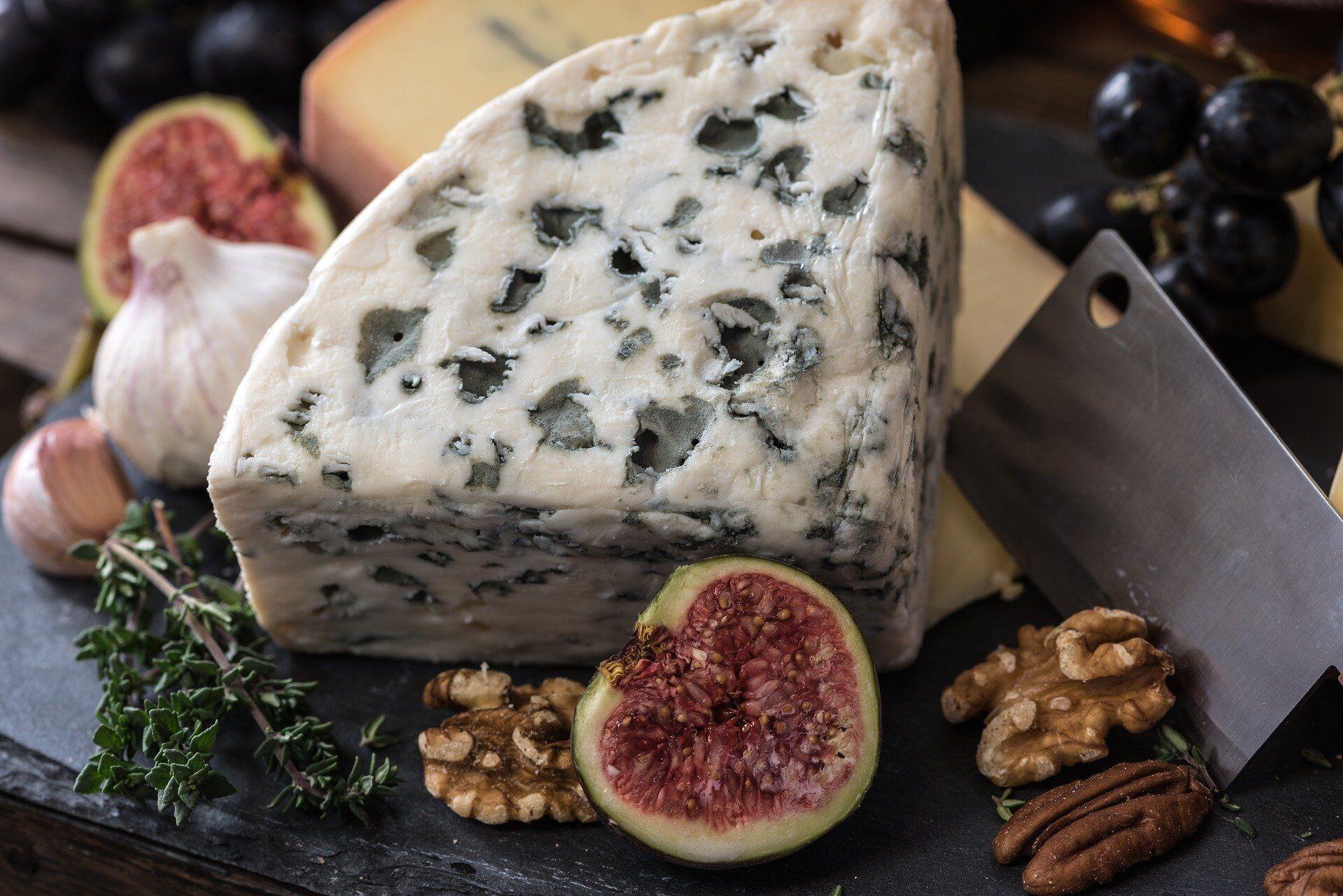 Сыр с плесенью не очень подходит к винам