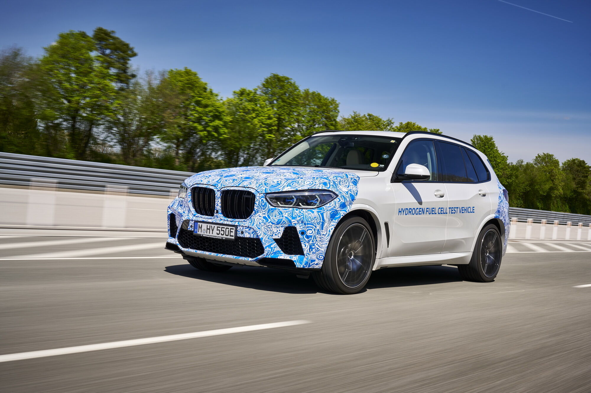 Спустя 2 года исследований и лабораторных испытаний автомобиль отправился на дорожные тесты
