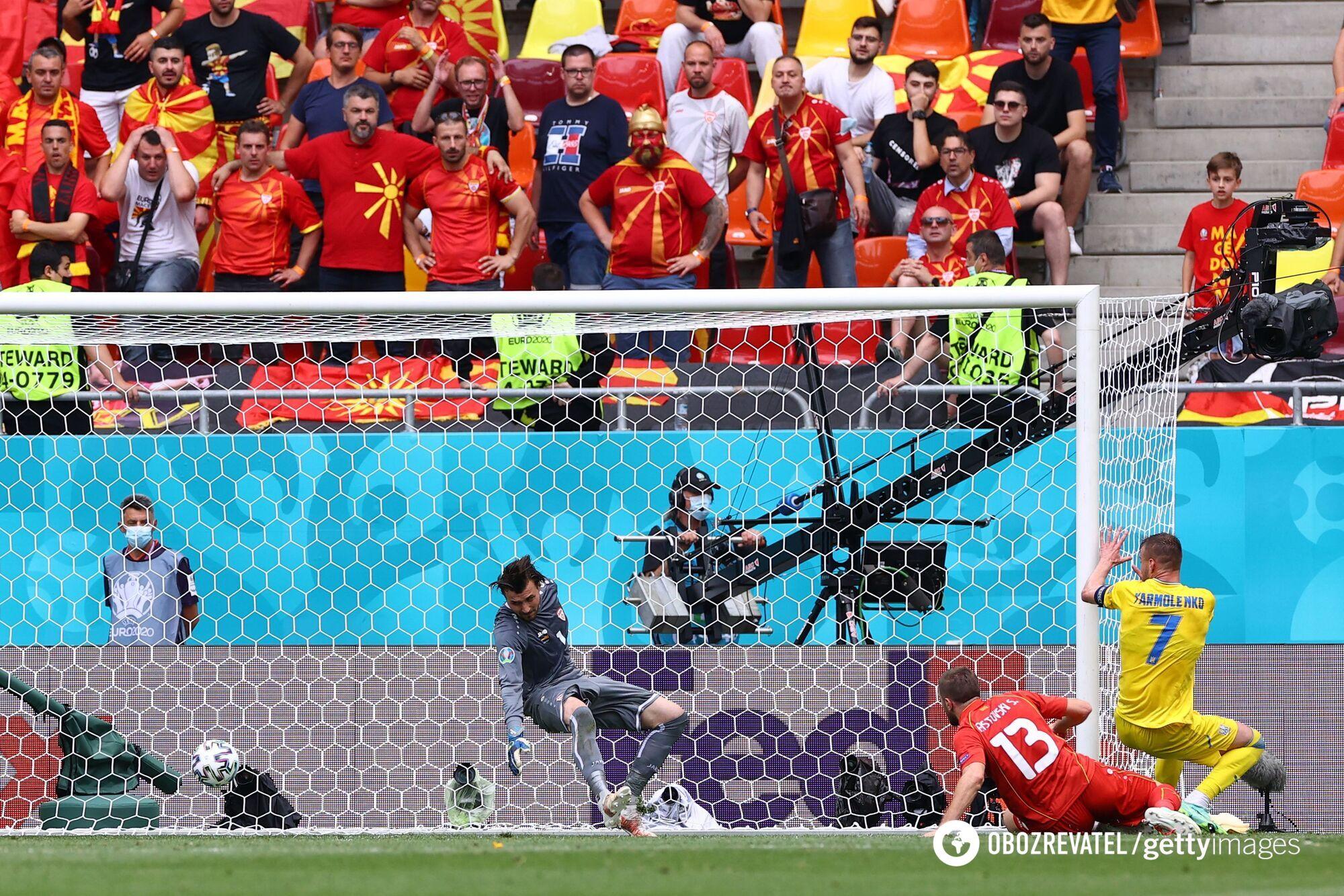 Ярмоленко забивает гол.